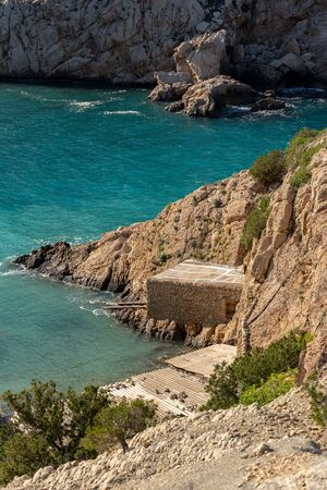 Turquoise waters in Es Portitxol, Ibiza, Spain. Hidden bay on the Island of Ibiza, in Sant Joan de Labritja. 스톡 콘텐츠