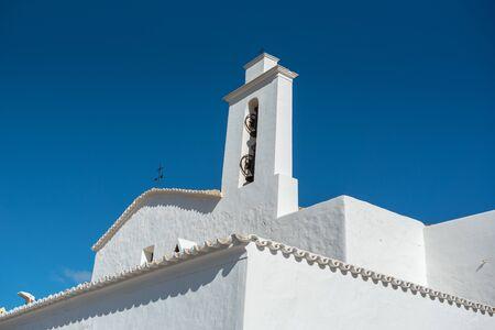 Old White Church of Sant Mateu de la Albarca, Ibiza, Spain. Banque d'images - 134804088