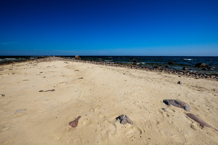 panoramic sea beach view in summer with rocks, plants and clean water in sunny day Banco de Imagens