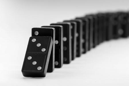 gravedad: El Efecto Domino