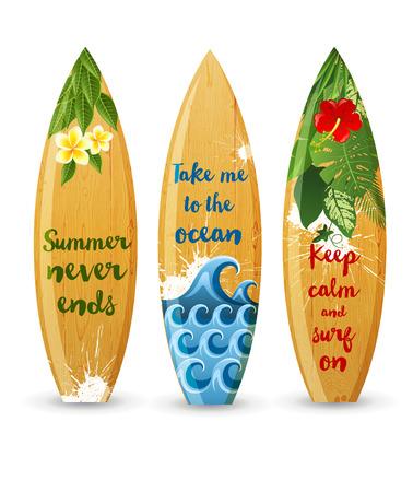 3 houten surfplanken met prints en verschillende soorten ontwerpen