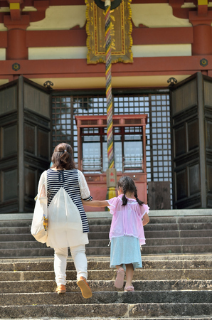 In a parent-child visits 版權商用圖片