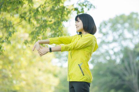 A woman takes a deep breath during exercise Reklamní fotografie