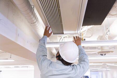 air conditioner repairer 免版税图像