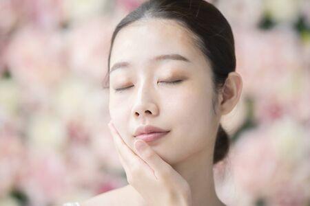 Cuidado de la piel, mujeres, fondo de flores