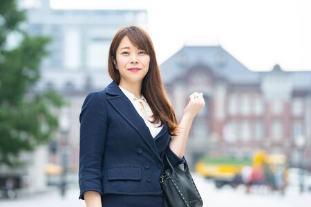 Businesswoman Commuting Standard-Bild - 134830902