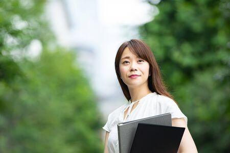 Businesswoman at work Standard-Bild - 134831791