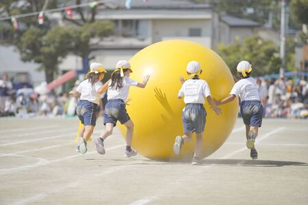 Elementary school athletic meet, large ball rolling