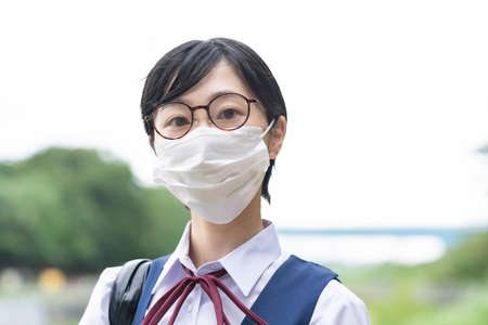 Asian high school girls who go to school wearing masks