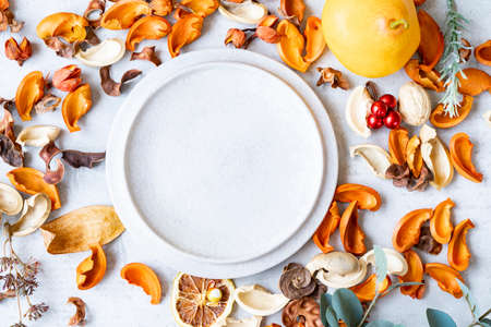 Ceramic plates and botanical ornaments set on a marble table Banque d'images