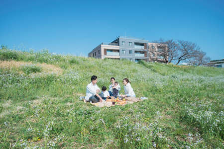 People ( 3 adults and 2 kids ) who enjoy picnic outdoors