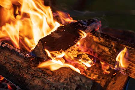 Close-up of wood burning on a bonfire at night Stockfoto
