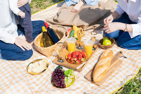 People enjoying a picnic outdoors on fine day Stockfoto
