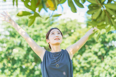 Asian young woman relaxing in the green