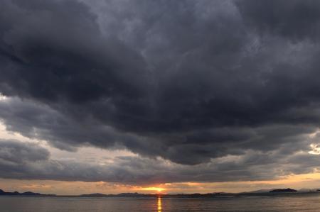 the setting sun: The setting sun