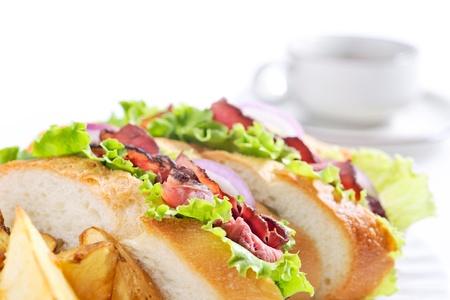 コーヒー ロースト ビーフのサンドイッチ