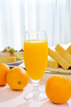 verre de jus d orange: Le jus d'orange le matin