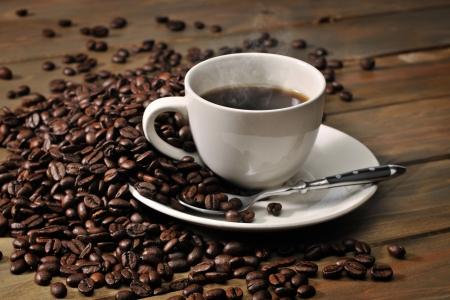 ホット コーヒーとコーヒー豆 写真素材