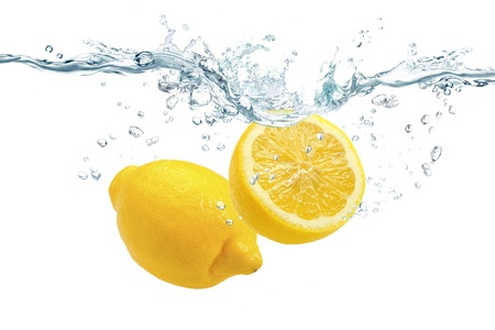 The lemon which jumps into water