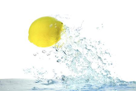 ジャンプするレモン