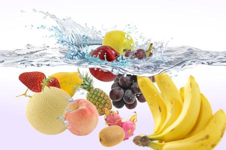 물속에있는 과일