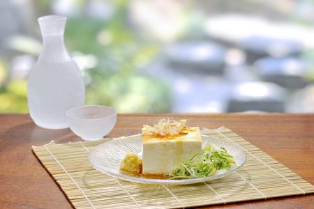 japanese sake: tofu frío