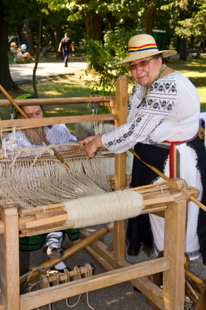Bucharest Days 2011, Herastrau Park: Demonstration of romanian traditional weaving Editorial