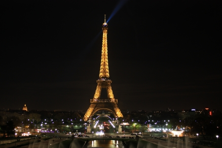 Eiffel Tower lighting the night Stock Photo - 14681672