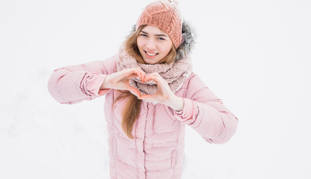 A young girl shows a heart with your hands, winters morning, Valentines Day, happy beautiful, the picture for reklamy, insert text