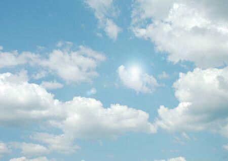 white clouds in a blue sky 版權商用圖片