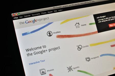 google plus: Imagen de una pantalla LCD de un ordenador que muestra Google Plus en el navegador web Safari. Editorial