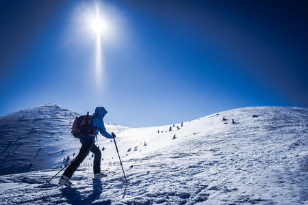 Winter sport for one, Tourist on snowy mountains, Winter winter sport, Symbol of winter sports in mountains, Confident traveler in snowy mountains, Skialpinist on mountains 版權商用圖片