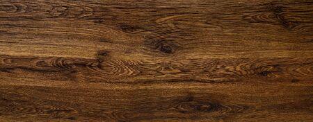 Polierte Holzoberfläche. Der Hintergrund der polierten Holzstruktur. Standard-Bild