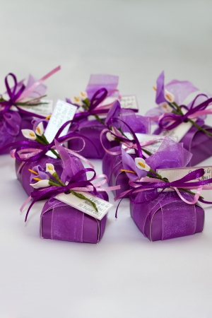 Wedding party favor at a guest table. Wedding candies inside the lila box  Stock Photo