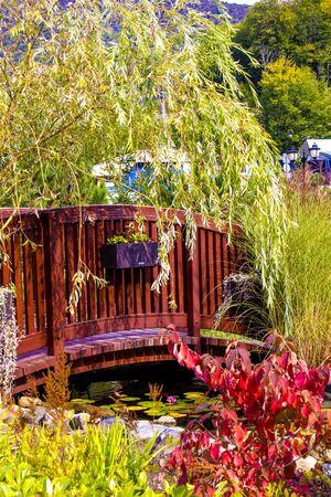 A bridge in a Japanese-style garden during Fall season Standard-Bild