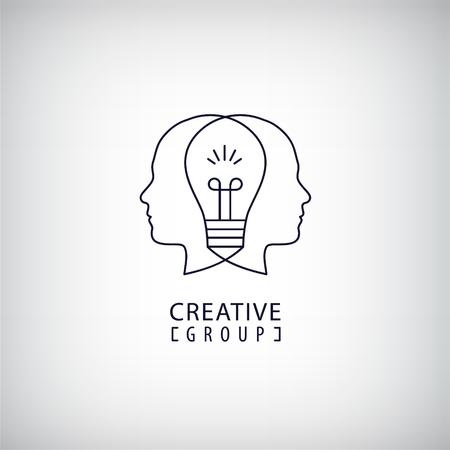 fila de personas: Vector mente creativa, grupo creativo, dos cabezas y la bombilla de luz entre la ilustración. Pensando, creando nuevas ideas concepto. contorno