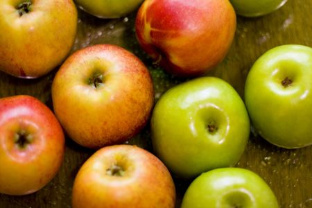 close up of green and red apples, background photo