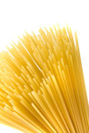ongekookte spaghetti noedels geïsoleerd op witte achtergrond Stockfoto