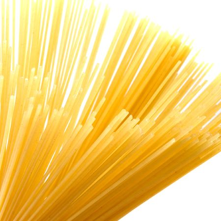 uncooked spaghetti noodles isolated on white background Banque d'images