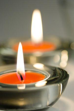 Twee kaarsen flaming Stockfoto - 5936349