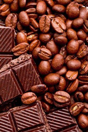 koffie bonen en zwarte chocolade achtergrond
