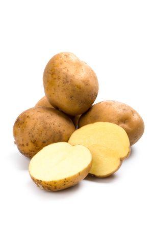 grapa: patatas aisladas en un fondo blanco
