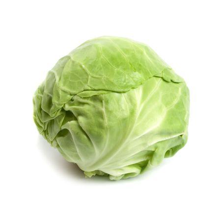 cabbage: hoofd van groene kool plantaardige geïsoleerd op witte achtergrond
