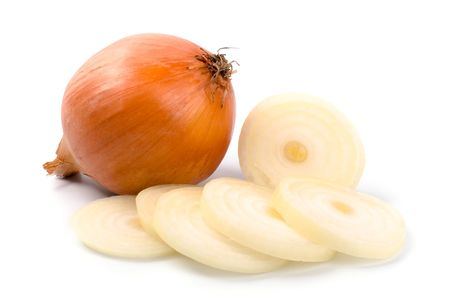 onion isolated: cebolla fresca aislado sobre fondo blanco