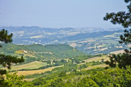 Summer day on the italian countryside. Idyllic landscape. Marche, Italy. Stockfoto