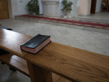 古い木造教会表、平面図の聖書 写真素材