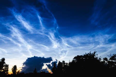 Mesospheric clouds in the darkening evening sky, a rare natural phenomenon Standard-Bild