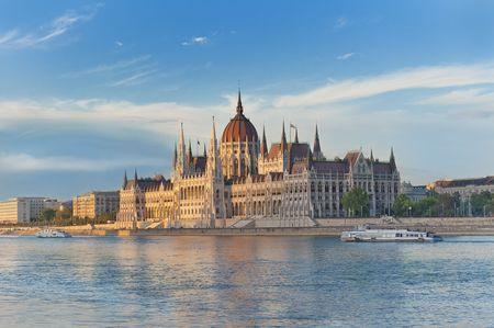 Parlamento húngaro, Budapest en la puesta de sol Foto de archivo