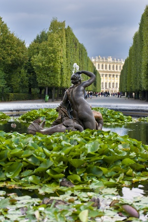 nbrunn: Fountain in Schonbrunn Palace, Vienna, Austria