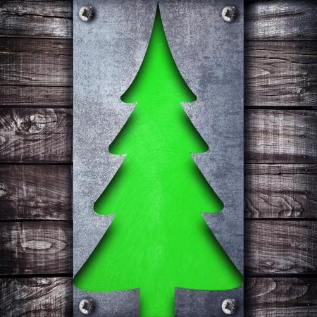 un extra�o �rbol de Navidad verde
